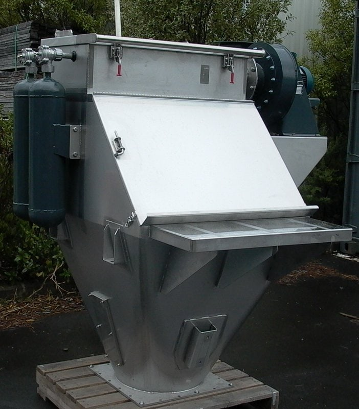 DUSTEX designed and supplied 25kg bag dumps with integral dust collectors to Chemical Feed Solutions. This combined system avoids problems associated with the collection and disposal of waste material.