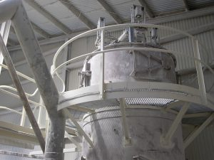 A decades-old mechanical shaker dust collector at Taylor's Lime was retrofitted with a new pulse jet dust collector in the existing hopper vessel.